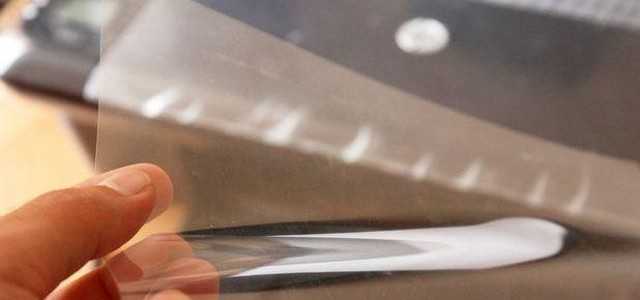 ¿Cómo imprimir en láminas de acetato con una impresora?