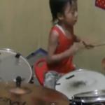 Niño indonesio tocando Avenged Sevenfold en bateria!