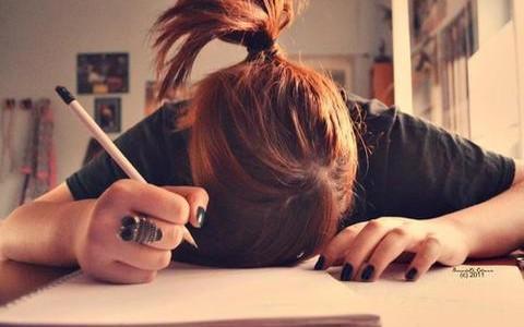 Cosas sin sentido que hacemos cuando intentamos estudiar.