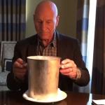 """La """"cubeta de hielo"""" ha terminado oficialmente gracias a que Patrick Stewart hace el desafío de la manera correcta"""