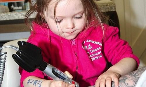 Ella es la tatuadora más joven del mundo ¿Dejarías que tatuara tu piel?