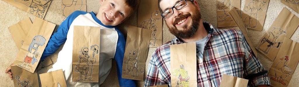 Desde hace 2 años Bryan Dunn dibuja en las bolsas del lunch de su hijo