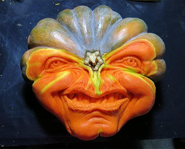 xcreepy-pumpkin-carvings-jon-neill-1.jpg.pagespeed.ic.Uvjike4Lr_