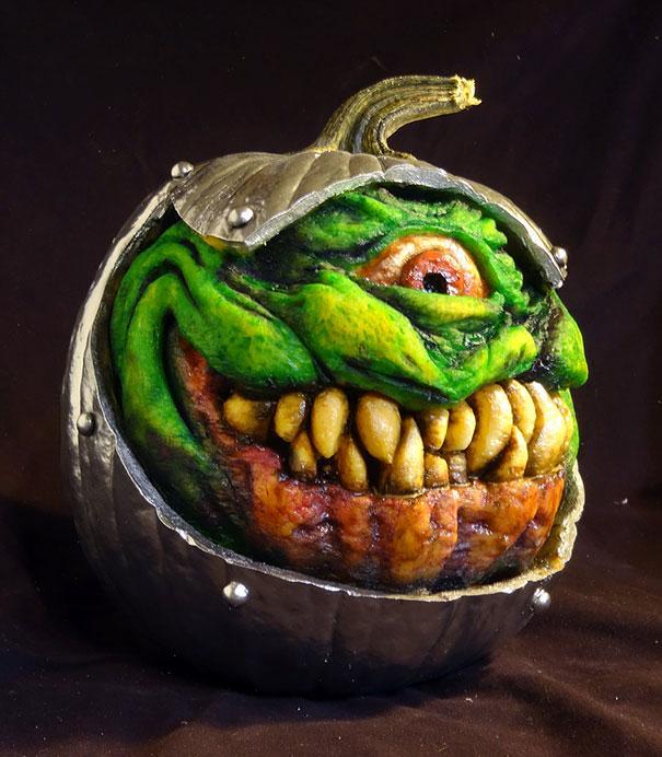 xcreepy-pumpkin-carvings-jon-neill-11.jpg.pagespeed.ic.o4dFnVrdTy