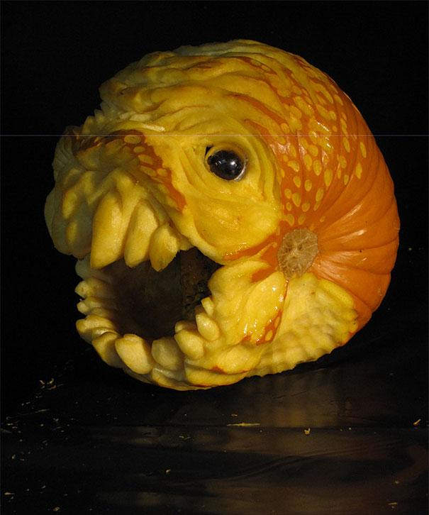 xcreepy-pumpkin-carvings-jon-neill-15.jpg.pagespeed.ic.q-ku-8A8of