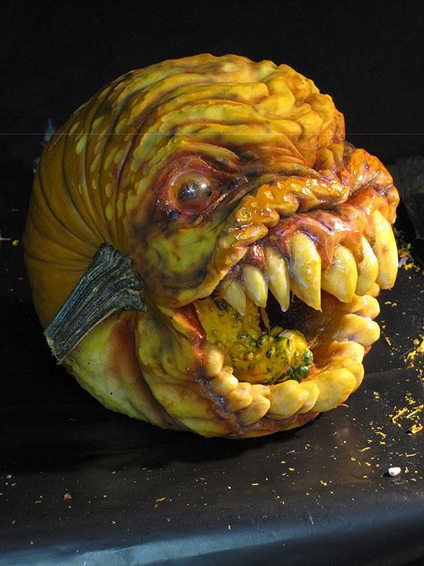 xcreepy-pumpkin-carvings-jon-neill-7.jpg.pagespeed.ic.15GE23OIEC