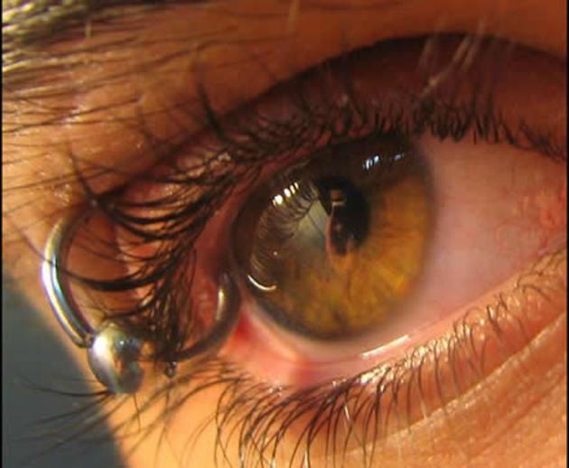 eyelid-piercing1