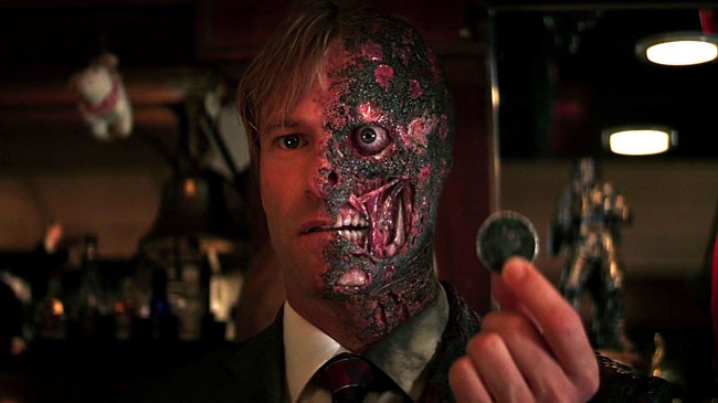 two-face-the-dark-knight-_133059-fli_1366718133