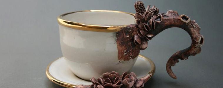 Porcelana cubierta por la vida marina