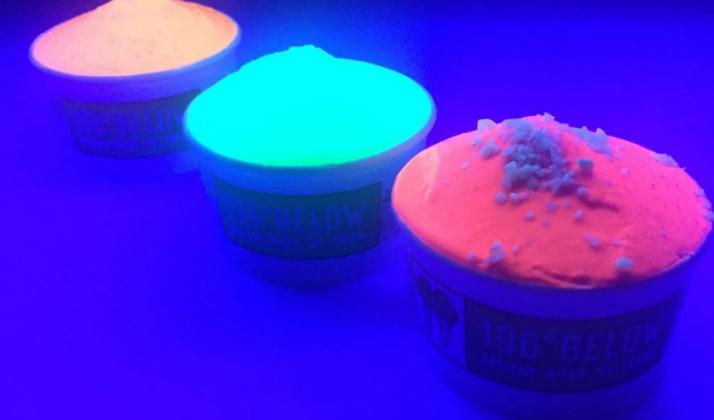 helado-que-brilla-oscuridad