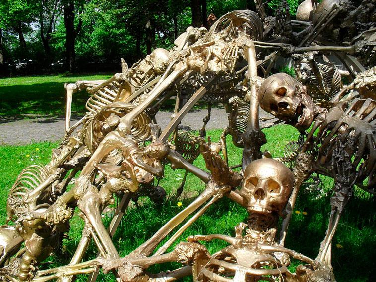 jaula_esqueletos_06