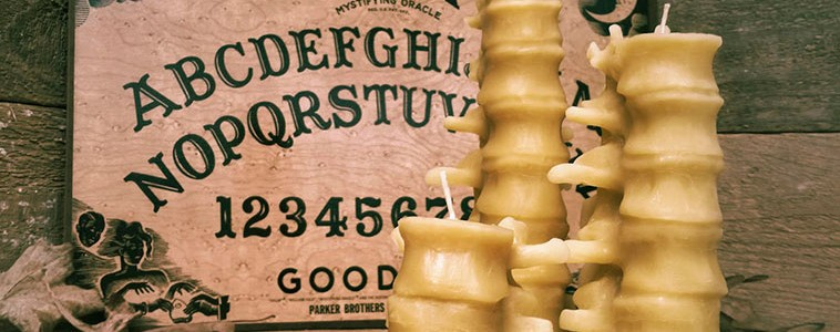 Velas en forma de vertebras humanas